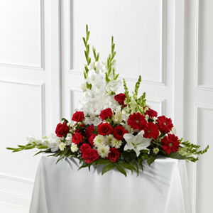 The FTD� Crimson & White� Arrangement